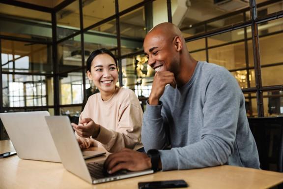 Utenti laptop multietnia